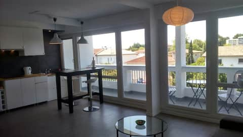 STUDIO TALENCE BALCON ET PARKING