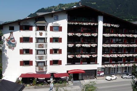 Q! Hotel Maria Theresia - Kitzbühel - Casa
