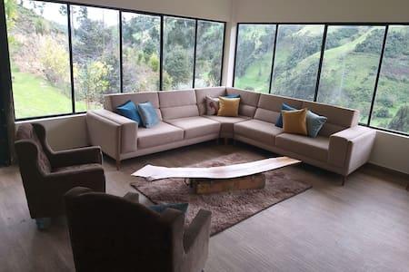 Casa moderna  de campo a 20 minutos de Cuenca