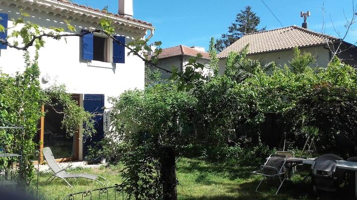 Maisonnette Exceptionelle Jardin proche remparts