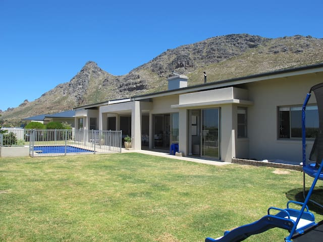 Charming family home in secure Mountain Estate