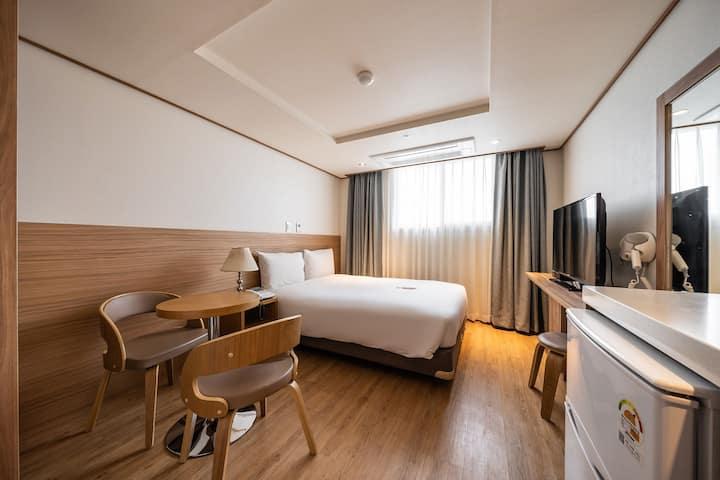 호텔 휴식, 서귀포 더블룸(세탁기포함)