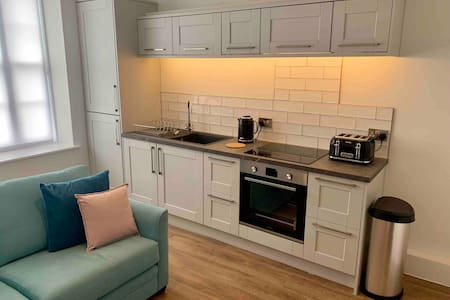 Superb studio apartment in fantastic central spot!