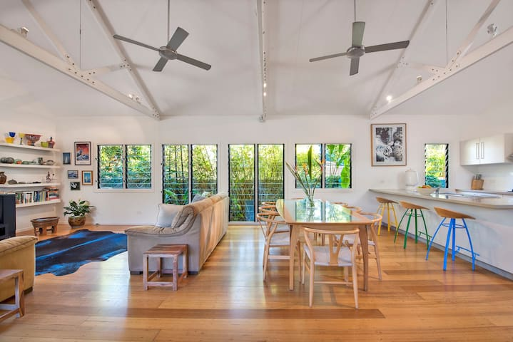 DYLAN'S HOUSE - WALK TO EVERYTHING IN BYRON BAY! - Byron Bay - Maison