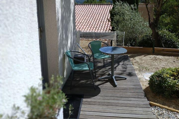 Entre  Beetween Aix & Marseille au calme quiet !