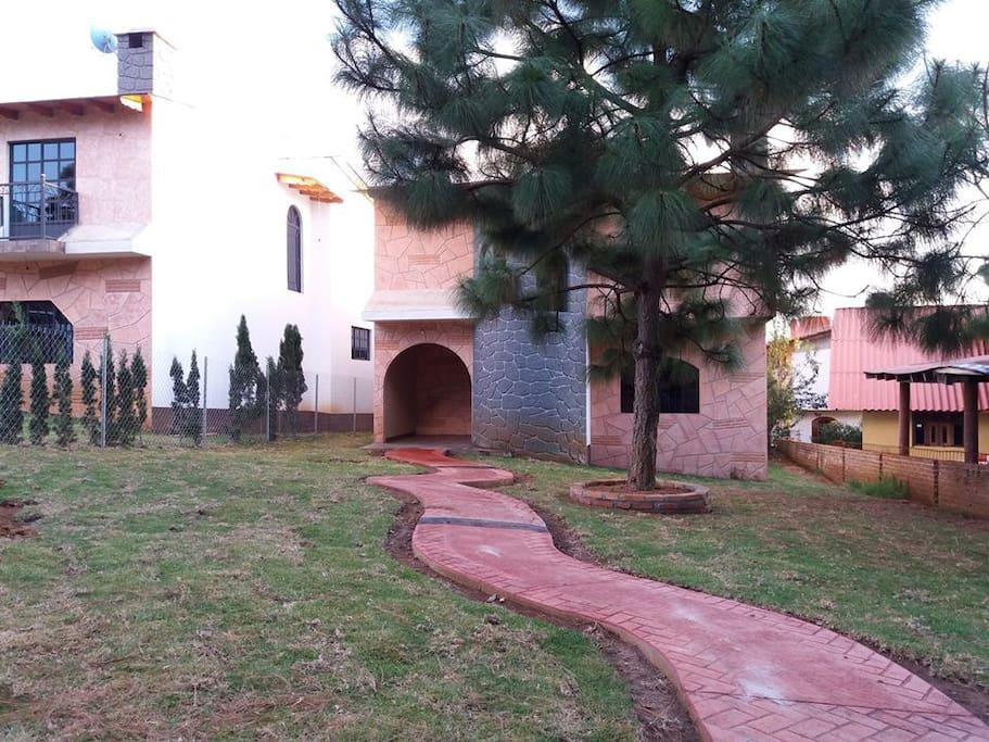 entrada de la cabaña
