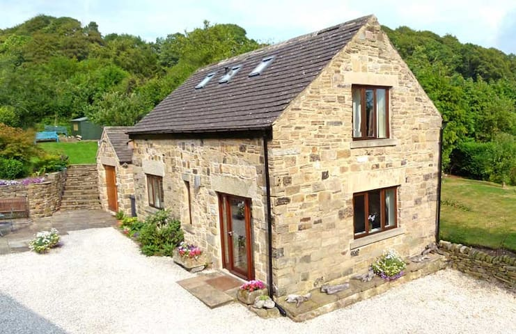Tick Tock Cottage near Chatsworth, Peak District