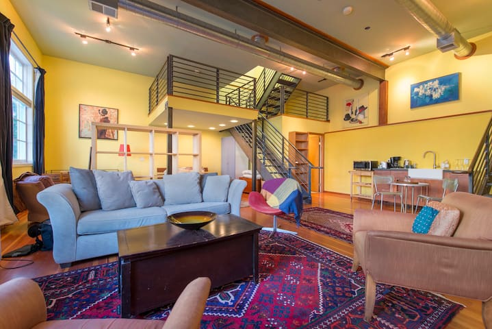Large Modern Loft , Upper Noe Valley