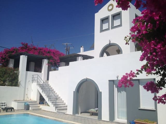 Beautiful villa, suitable for 10