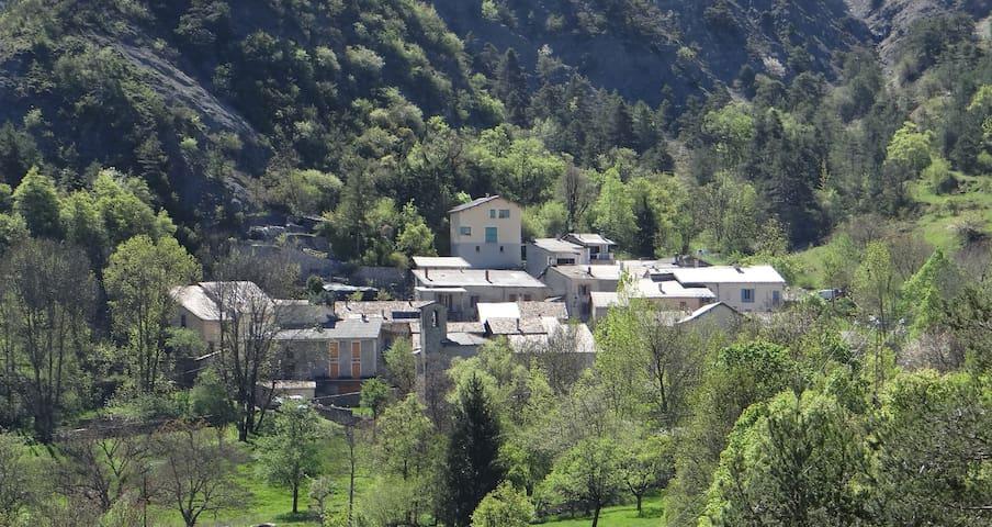 Gîte de Chanolles, en montagne / Alpes du Sud - Prads-Haute-Bléone - Casa