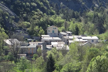 Gîte de Chanolles, en montagne / Alpes du Sud - Prads-Haute-Bléone - บ้าน