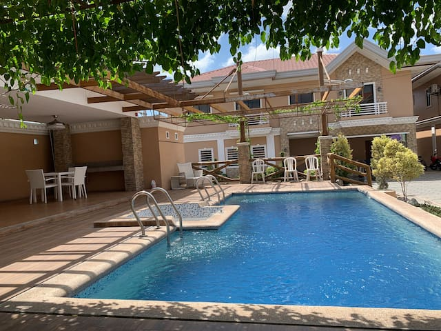 Villa Adela, Angeles City, big and cozy villa