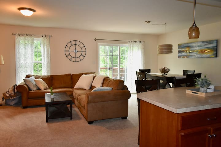 Fully Furnished minutes from Hershey!