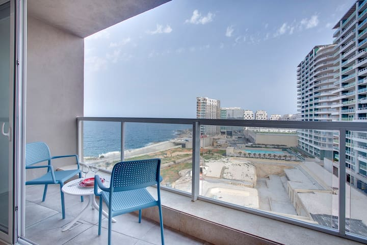 Modern Seaview Apartment In a Prime Location