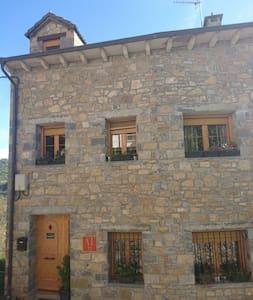 Casa Lardiés Girón con 2 apartamentos 4 plazas - Puyarruego