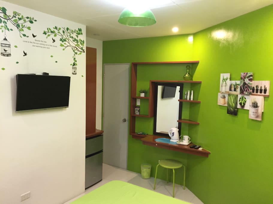 Cable TV(HD), electric kettle, fridge (plus complimentary snacks) and wash area (behind the door)