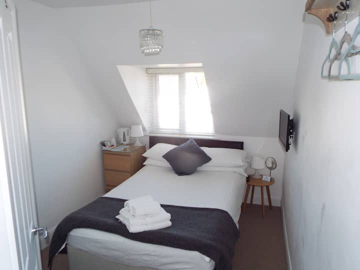Modern En-suite, near the sea