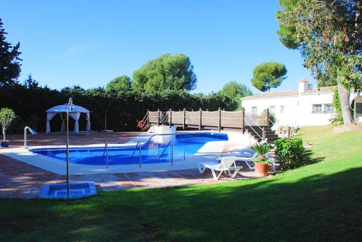 Estepona Golf And Garden Apartment