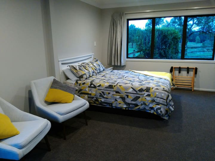 Empty Nest plus 1 bedroom