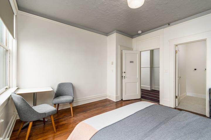 Norblad Hotel - Standard Queen Suite