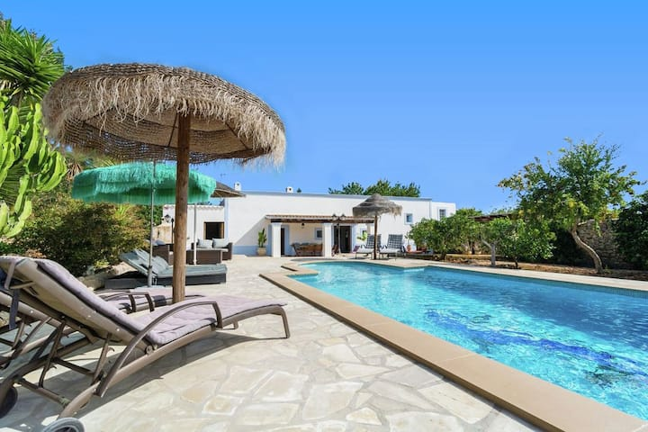 THE RETREAT VILLA. Swimmingpool, wifi
