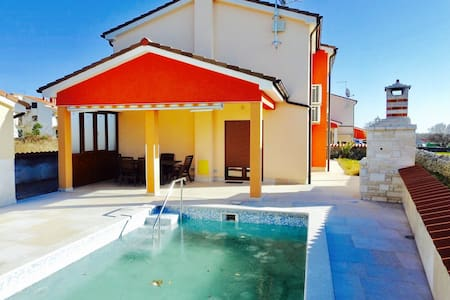 Nice house in a quiet village - Marcana