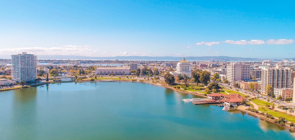 Business Travel near Lake Merritt (parking incl.)