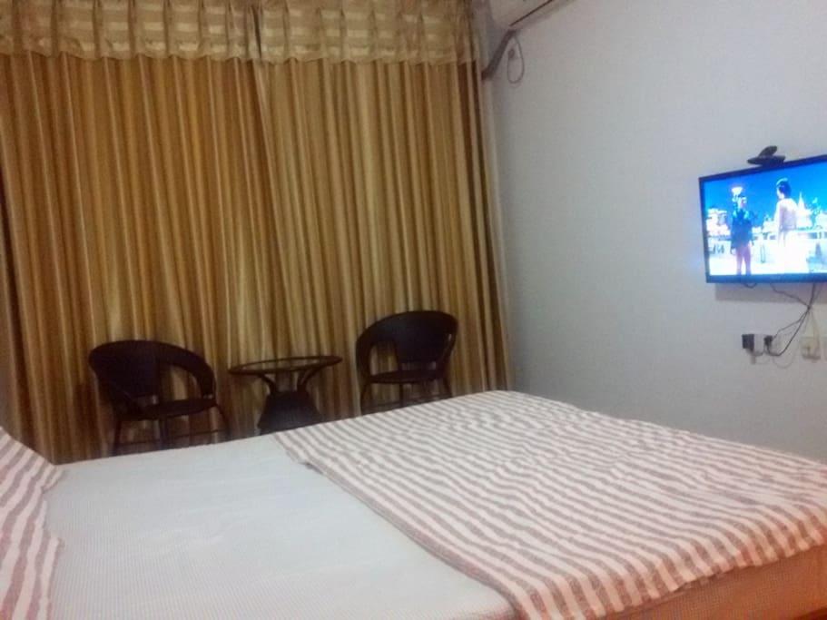 南向卧室可看海