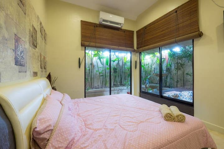 Romantic Private Room W/ Hot Tub By The Beach ♥