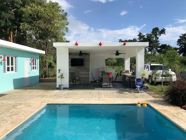 Private 1-BR walk 2 Beach Pool/AC/BA/WiFi/TV**