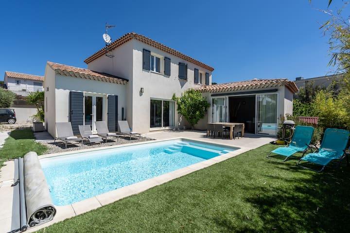 Villa contemporaine avec piscine à 200m de la mer