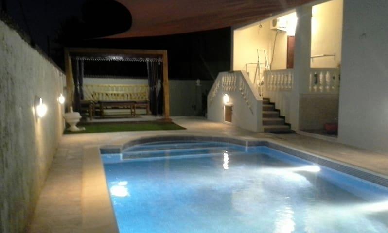 villa piscine Ghazaouet Algérie - Ghazaouet - Huvila