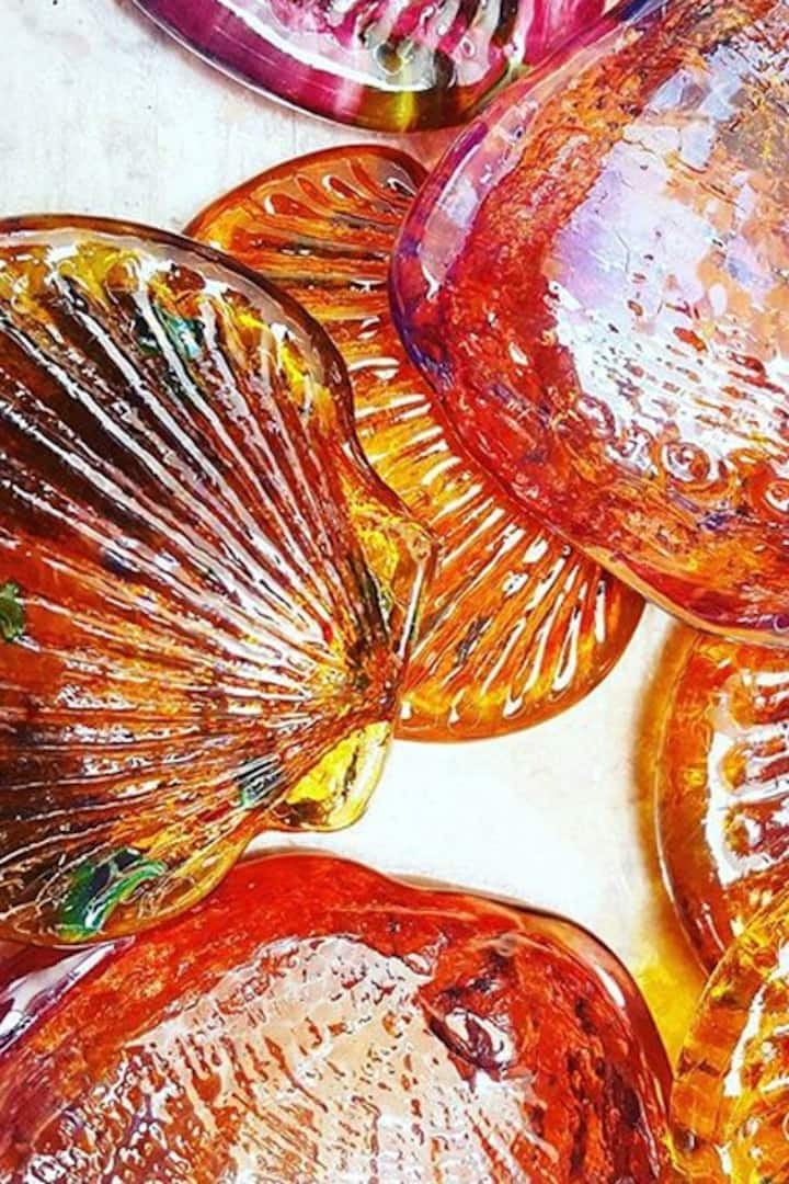 Glass clam shells can be made