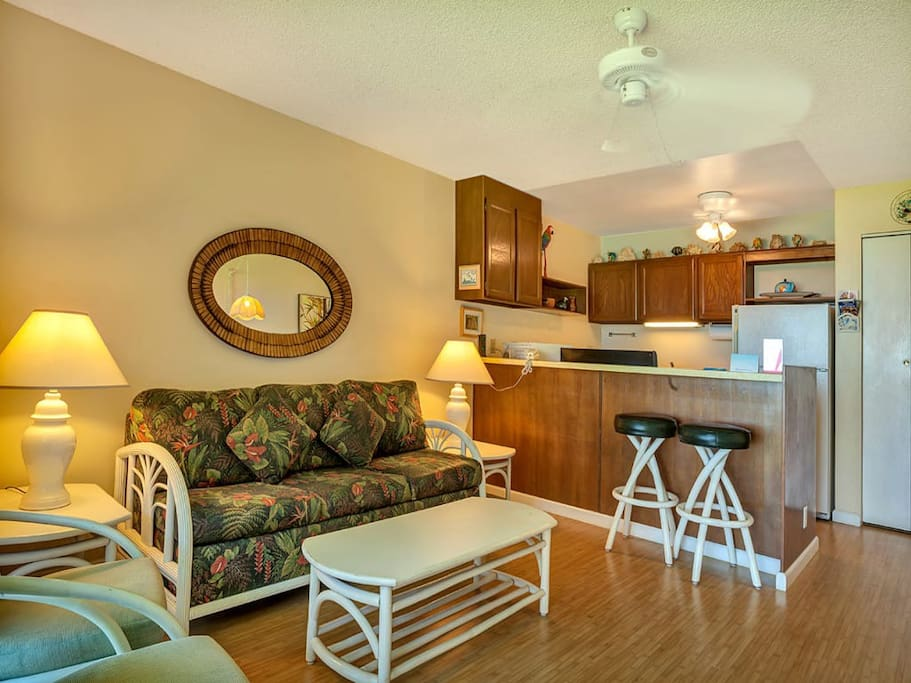 molokai-shores-1br-ov-227-living-room-03.jpg