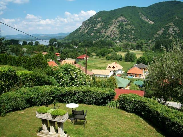 Villa Panorama Artist - Danube Bend