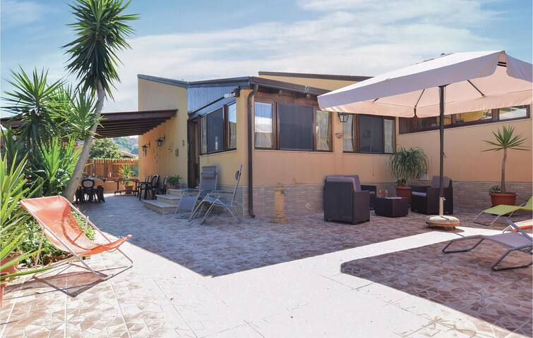 Semi-Detached with 3 bedrooms on 50m² in Campofelice Roccella