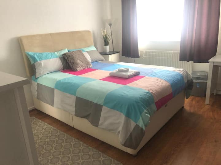 """Spacious double room in """"House in Bradville."""""""