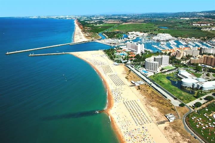Vilamoura Falésia Beach, Marina and all amenities, about 10 minutes walking from the apartment.