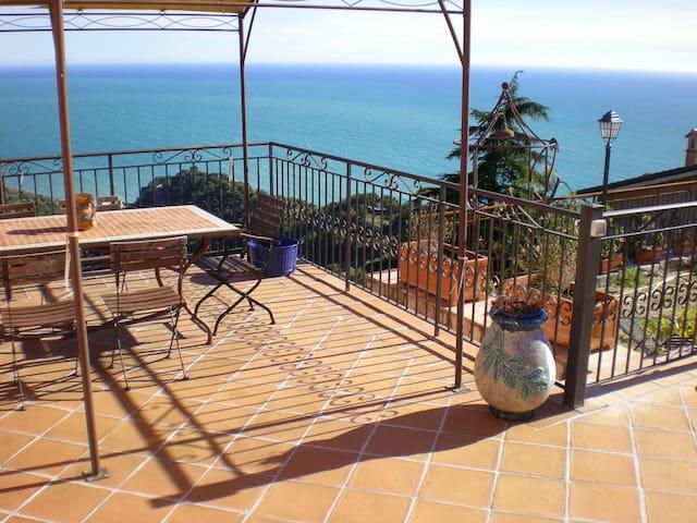 Quiete e vista spettacolare in Costa Azzurra