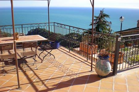 Quiete e vista spettacolare in Costa Azzurra - Ventimiglia