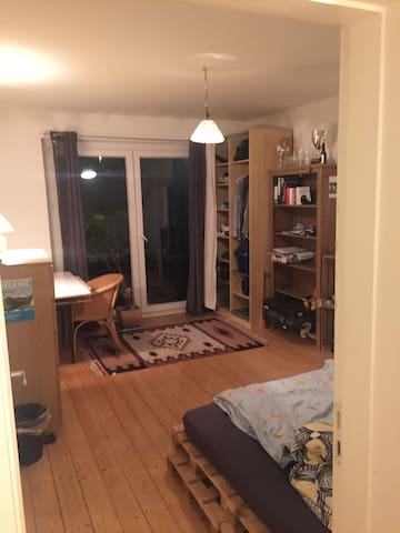 Private room in the heart of Hamburg (Schanze)