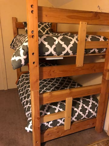 Old cabin 5 Twin bunk shared space