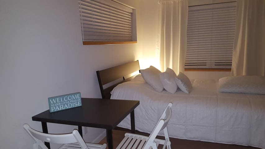 Spacious  Modern Studio 8 min far the beach.