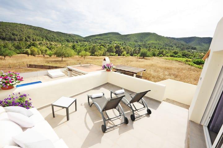 Stylish independent Room in VILLA *pool *4km IBIZA