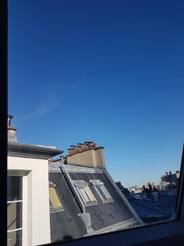 Studette au calme sous les toits