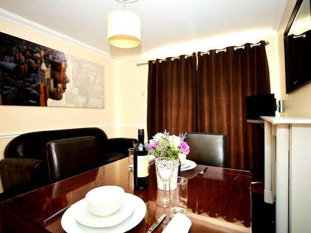 Spacious One Bedroom Apartment with full Kitchen and separate Living room with dining room table and Sofa Bed
