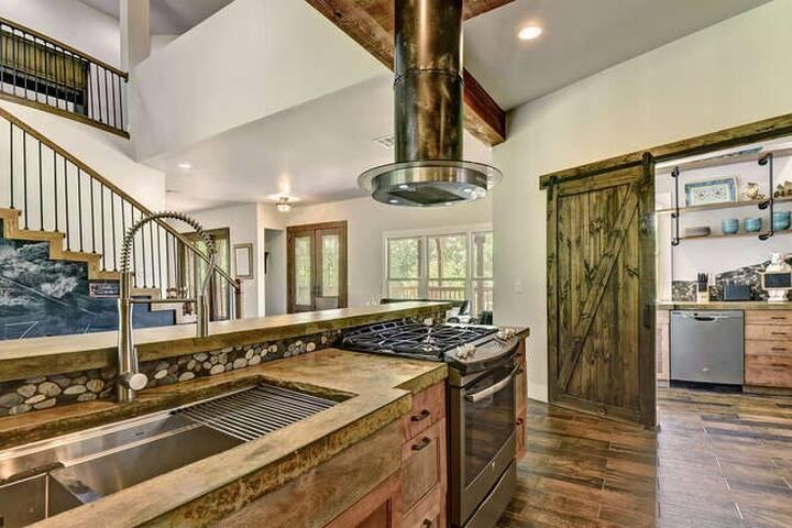 Ziegenhaus Rustic Luxury Estate at Creekwoods Farm