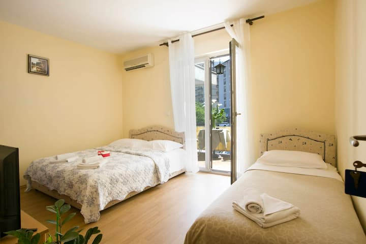 Triple room DnD in the center of Budva - No: 209