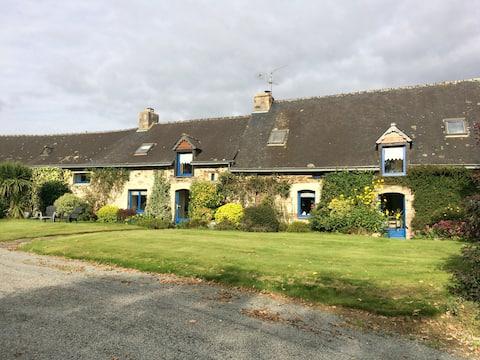 Chambre dans longère bretonne