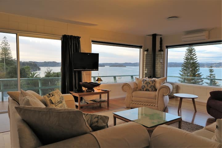 """""""A Noble View"""" Family home, Russell Bay of Islands"""